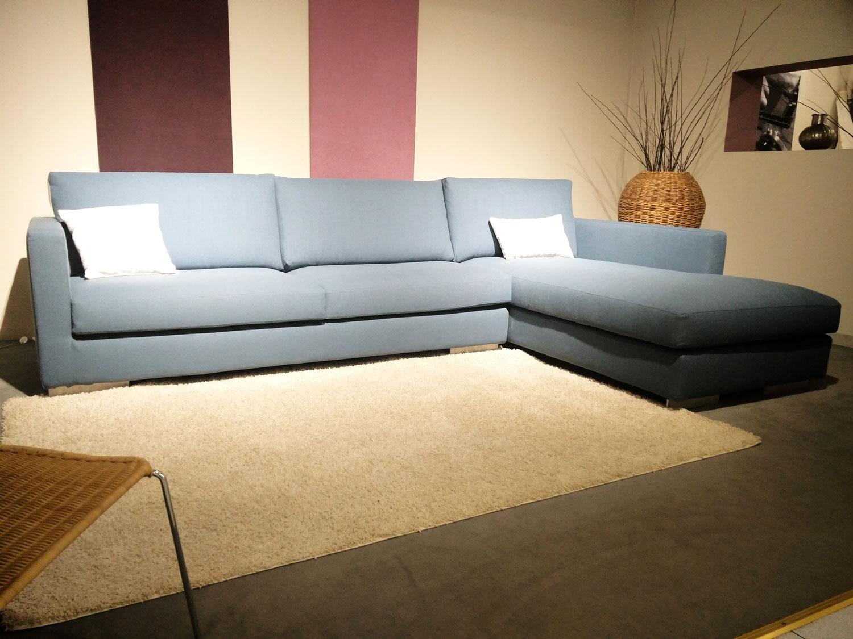 Offerte sulla produzione divani e letti rostagno for Divano azzurro